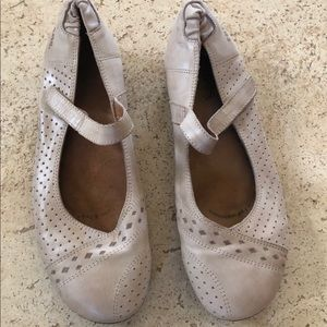 Taos cream Mary Jane flat shoe